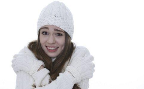 女性手脚冰凉怎么回事 女人手脚冰凉的原因 手脚冰凉怎么调理