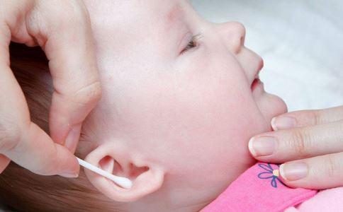 2岁宝宝耳朵进水 宝宝耳朵里进水 宝宝洗澡时耳朵进水