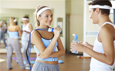 跳绳怎样跳能减肥 跳绳减肥注意事项 跳绳有什么好处