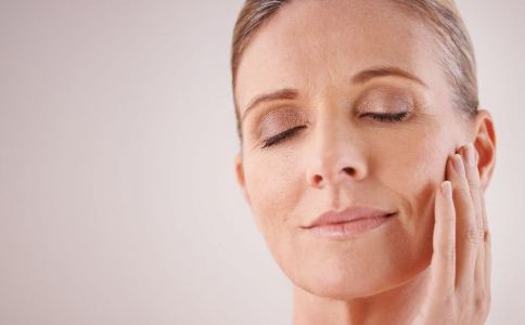 皮肤干燥综合症是什么病 皮肤干燥怎么护理 怎么护理干燥的皮肤