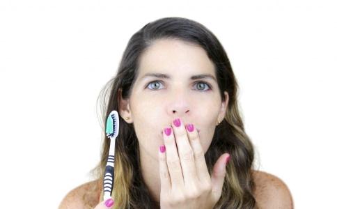 牙齿上火了怎么办 牙龈肿痛怎么治疗 治疗牙龈肿痛的方法