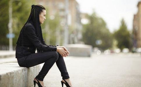 女子右腿取出20厘米长寄生虫 右腿取出20厘米长寄生虫 生吃的危害