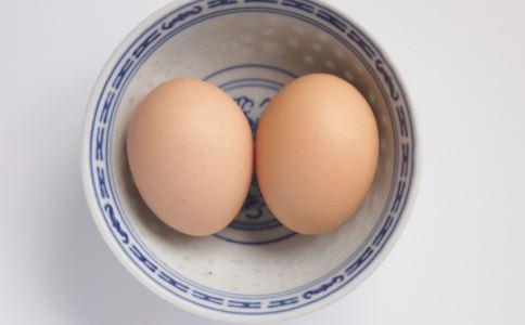 鸡蛋过敏有什么症状 鸡蛋过敏怎么办 鸡蛋过敏一辈子不能吃鸡蛋吗