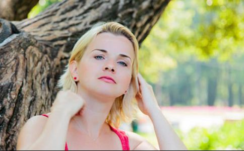 英美女与厌食症做斗争 导致厌食症的原因有哪些 什么原因导致厌食症