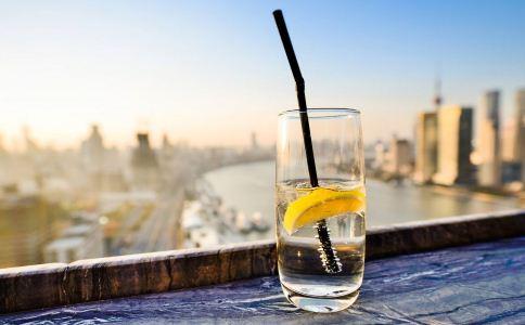 胃食管反流患者能喝柠檬水 哪些人不能喝柠檬水 胃病患者可以喝柠檬水吗