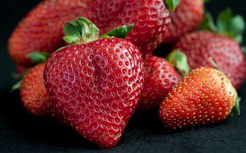 男童吃草莓呕吐住院 男童吃草莓住院 草莓应该怎么吃才好