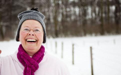 冬季老人要注意什么 老人在冬季有哪些注意事项 老人摔伤怎么紧急处理