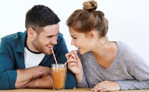 女生对你有好感的表现有哪些 怎么看出女生对你有好感 如何判断女生对你有好感