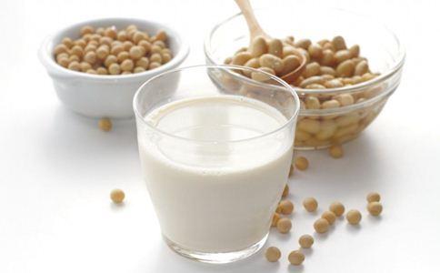 豆浆能装在保温杯里吗 喝豆浆的好处 喝豆浆的注意事项