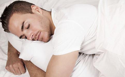 男人晚上睡觉出汗怎么回事 男人晚上睡觉出汗怎么办 睡觉出汗如何调理
