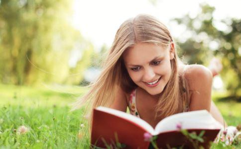 外阴毛囊炎是什么 女性外阴毛囊炎是怎么引起的 女性外阴毛囊炎有哪些症状