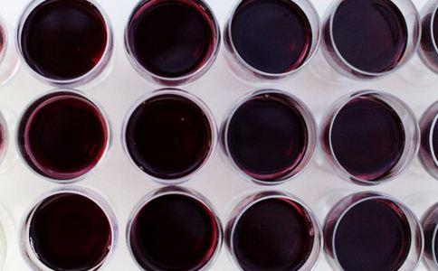 制售假冒红酒告破 如何辨别真假红酒 真假红酒的辨别方法