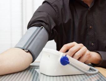 高血压发作怎么办 如何降血压 降血压按摩哪里