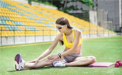如何拉筋压腿 拉筋压腿的好处 压腿的注意事项