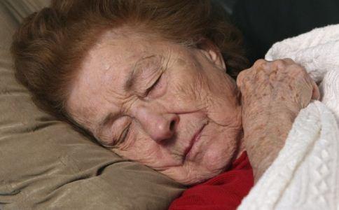 怎么预防老年斑 吃什么预防老年斑 哪些方法可以预防老年斑
