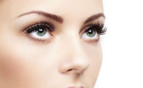 如何化妆让眼睛看起来更大 小眼睛如何化妆成大眼睛 扩眼妆怎么化妆