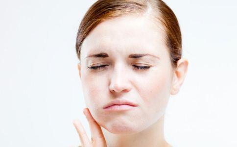 牙龈出血是肝病吗 牙龈出血跟肝病有关吗 肝病的症状与表现
