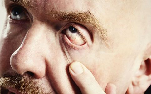 老人如何预防老花眼 老人怎么预防老花眼 老人保护眼睛吃什么好