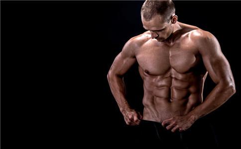 哑铃怎么练胸肌中缝 哑铃锻炼胸肌中缝 哑铃如何使用