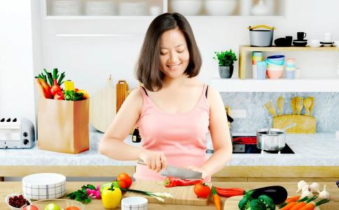 减肥是先喝汤还是先吃菜 吃饭的顺序会决定体重吗 怎么才能瘦的比较快