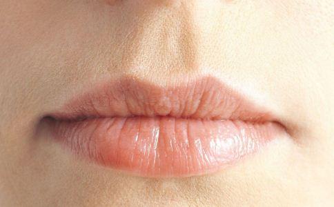 冬季如何护唇 冬季护唇方法 为什么嘴唇会变得干燥