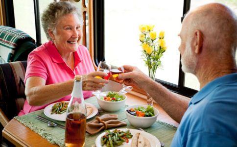 无牙老人怎么吃 无牙老人吃什么好 无牙老人的饮食怎么安排