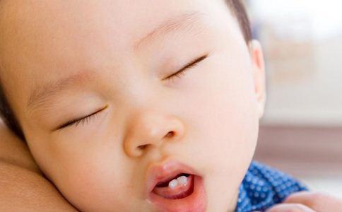 嘴唇干裂怎么办 宝宝嘴唇干裂的原因 预防宝宝嘴唇干裂的方法