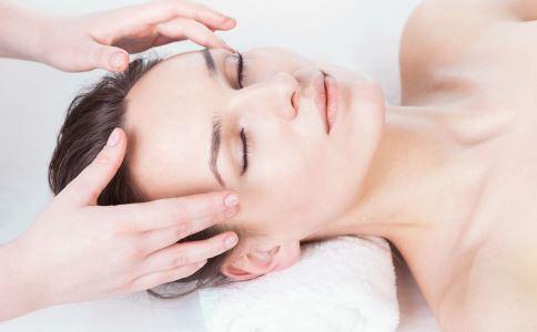 女人怎么按摩能美容 女人如何按摩可以美容 美容护肤按摩哪里