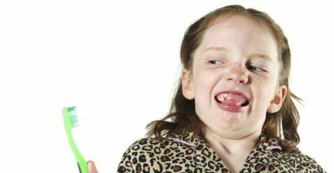 宝宝刷牙要注意什么 宝宝刷牙的正确方法 怎么选择适合宝宝的牙刷
