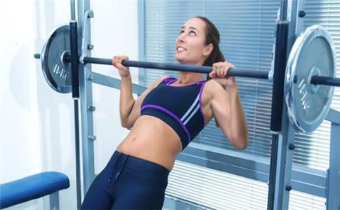 倒三角怎样练 锻炼倒三角肌的动作 如何训练倒三角肌