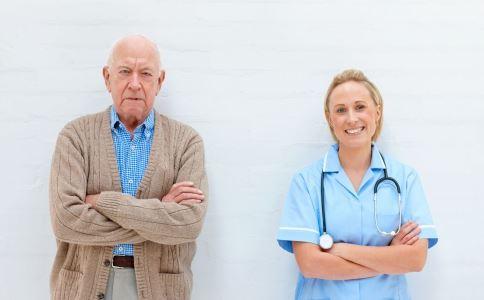 老年人慢性淋巴细胞白血病是什么 老年人慢性淋巴细胞白血病是怎么引起的 老年人慢性淋巴细胞白血病有哪些症状