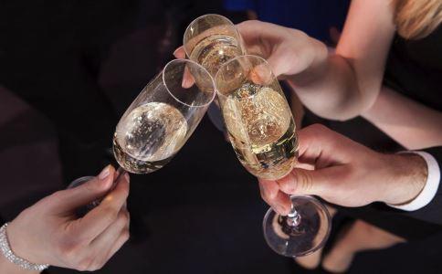 喝酒后不舒服怎么办 如何解酒 解酒吃什么好