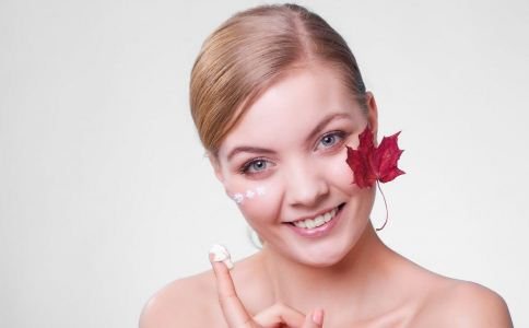 冬季吃什么食物能护肤 冬季吃哪些食物能保护皮肤 冬季皮肤干燥怎么办