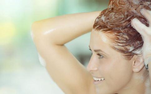 女性湿发睡觉有哪些危害 女性湿发睡觉会导致面瘫吗 快速干发有哪些小技巧