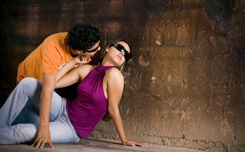 夫妻感情亮红灯怎么lw 女人如何经营婚姻 夫妻之间如何相处