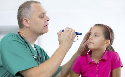 什么时候治疗斜视最好 治疗斜视的最佳时机 斜视手术后如何护理