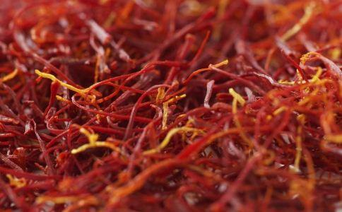 藏红花泡脚的功效与作用 藏红花的功效与作用 如何选购适合的藏红花