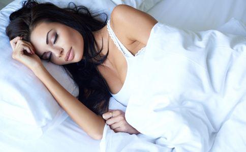 女人带妆睡觉好吗 女人喝醉酒睡觉好吗 女人睡觉少怎么办