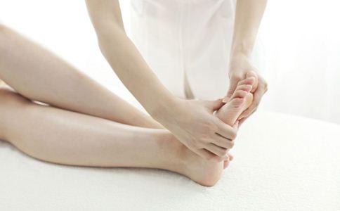 手脚冰凉怎么办 手脚冰凉是什么病 手脚冰凉的原因