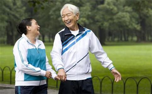 老年人冬季晨练 冬季如何晨练 老人适合的运动