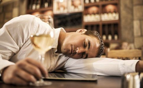 怎么喝酒不伤身 喝酒的技巧有哪些 喝酒的禁忌有哪些