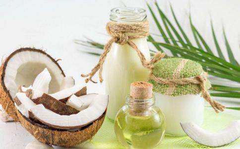 椰子汁有什么功效 哪些人不能喝椰子汁 椰子汁有哪些作用