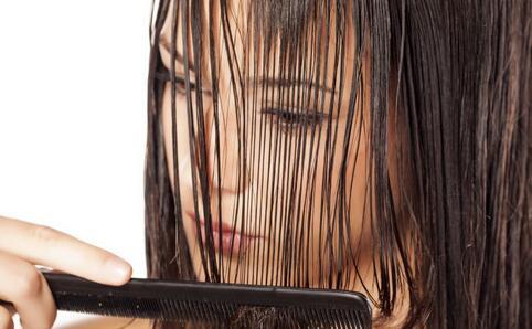 头发不干就睡觉的危害 洗头注意哪些事 洗头注意什么事情
