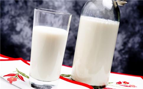 牛奶怎么喝才健康 什么时候喝牛奶最好 牛奶不能和什么一起吃