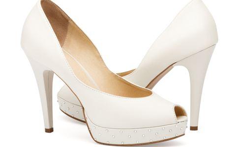 女人穿高跟鞋好吗 穿高跟鞋的危害 脚部皮肤如何保养