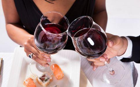 女人喝红酒好吗 女人喝红酒的好处 喝红酒注意什么