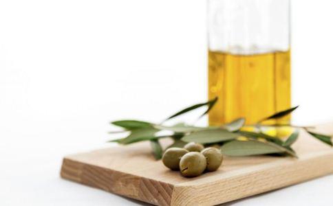 橄榄油的营养价值 女人吃橄榄油好吗 女人吃橄榄油的好处