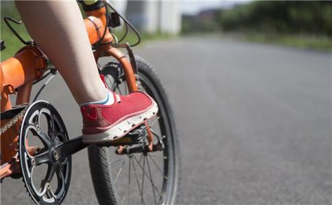 儿童学骑车 儿童怎么学骑车 儿童骑车的好处
