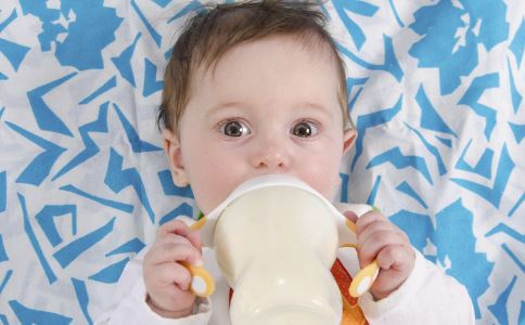 宝宝频繁转奶 宝宝频繁换奶粉 宝宝频繁转奶好吗