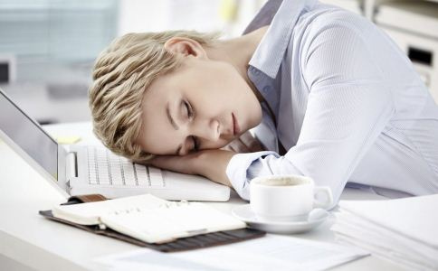 怎么午睡才正确 午睡的正确方法 午睡的好处有哪些